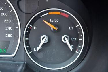 Saab Turbo X - alleen echt met de boost-drukindicator. © 2014 saabblog.net