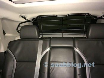 Ja, er zijn accessoires. Origineel bagagenet Saab 9-4x.