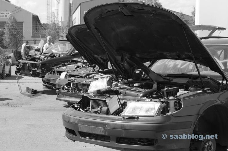 Fin de un viaje. Saab en el reciclador.