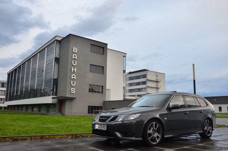 Saab 9-3 und Bauhaus. Gutes Design trifft gutes Design.