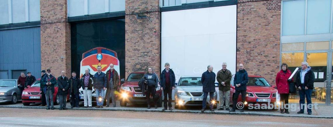 The SAAB-club Stockholm delegation with their cars in front of the SAAB museum in Trollhättan