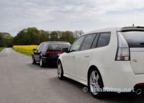 Saab 9000 SC con vehículo de apoyo