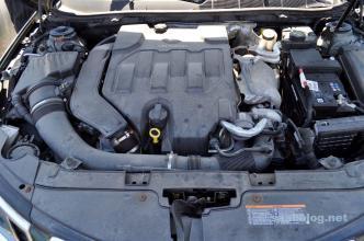 V6 - utan fyrhjulsdrift. Anmärkningsvärt.