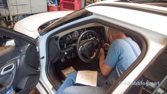 Chief Technician Michael Schultz doing magic