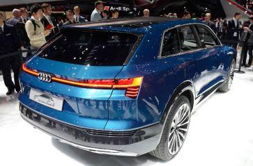 Audi Q6 e-tron auf der IAA. Heckleuchte vom Saab 9-5 und 9-4x. Desing: Andreas Mindt