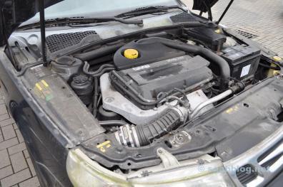 Saab 9-5 Sportkombi 1999 Motorraum