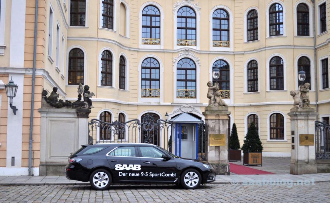 Saab 9-5 SC vor dem Taschenberg Palais in Dresden