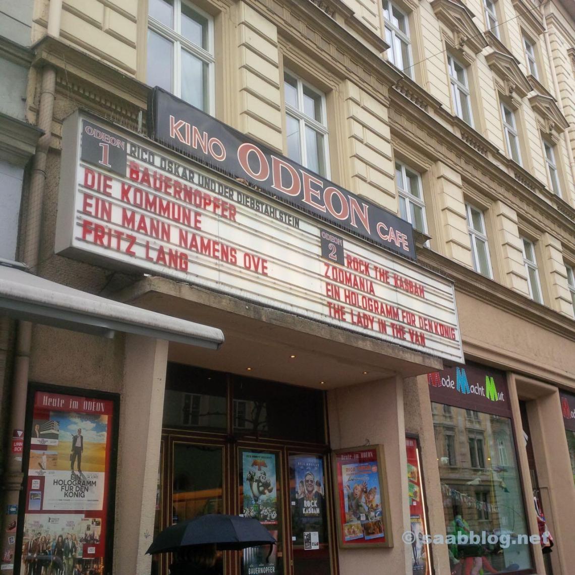 """Filmprogramm im Odeon-Kino Bamberg. Da fährt man nach Bamberg, um einen SAAB abzuholen, und welcher Film läuft? Richtig... """"Ein Mann namens Ove"""". Leider erst im Abendprogramm."""