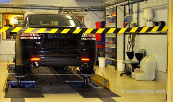 Saab Powertrain Complex. Olhando para um laboratório.