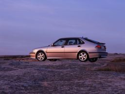 Saab 9-3 I. Hatchback och turbo. Youngtimer av Saab Tradition and Modernity United. Bild: Saab bilar.