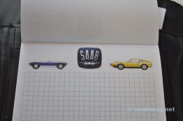 Verschillende Saab-motieven stijgen op.