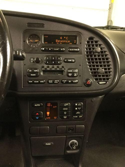 Das ergonomisch vorbildliche Cockpit mit Black Panel. Foto: Gerd