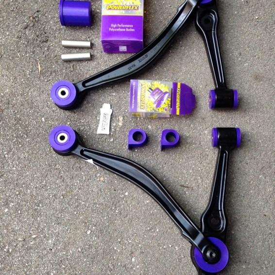 Wishbone com arbustos Powerflex. Foto: Àkos