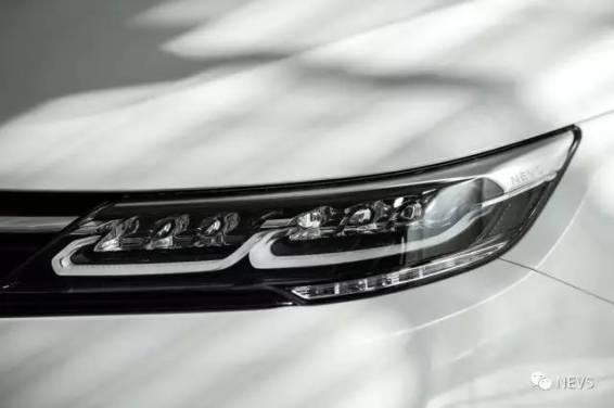 Faróis LED em detalhe. Imagem: NEVS