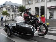 Davanti: il vincitore nella categoria moto, Gerhard Schneider su un sidecar BMW R51 / 3 di 1951.