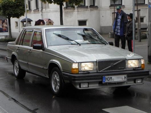 """C'erano Volvo ancora Volvo! Anton Schneider nel 1982er Volvo 760 LGE. Perché questa macchina è stata chiamata """"mattone"""" probabilmente non ha bisogno di spiegazioni."""