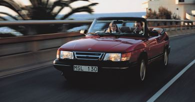 Verão! Saab 900 Cabriolet no caminho para o sul
