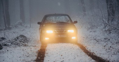No caminho no inverno. Saab de Justus.