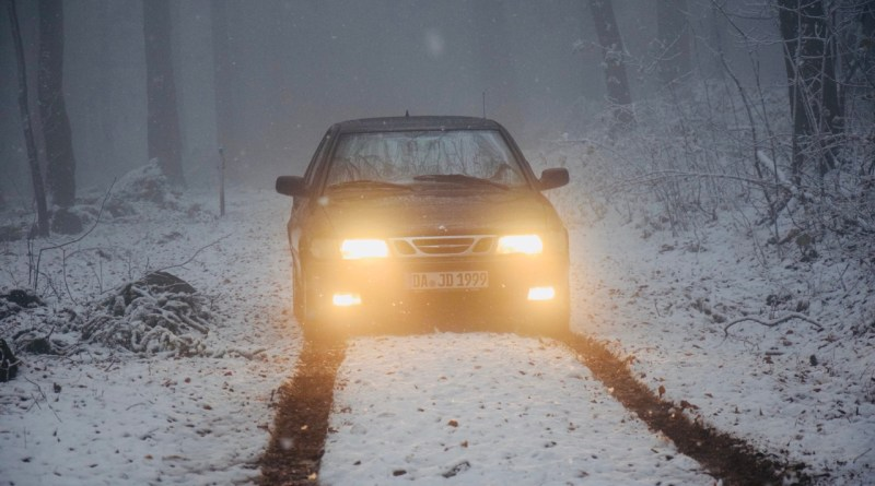 On the way in winter. Saab of Justus.