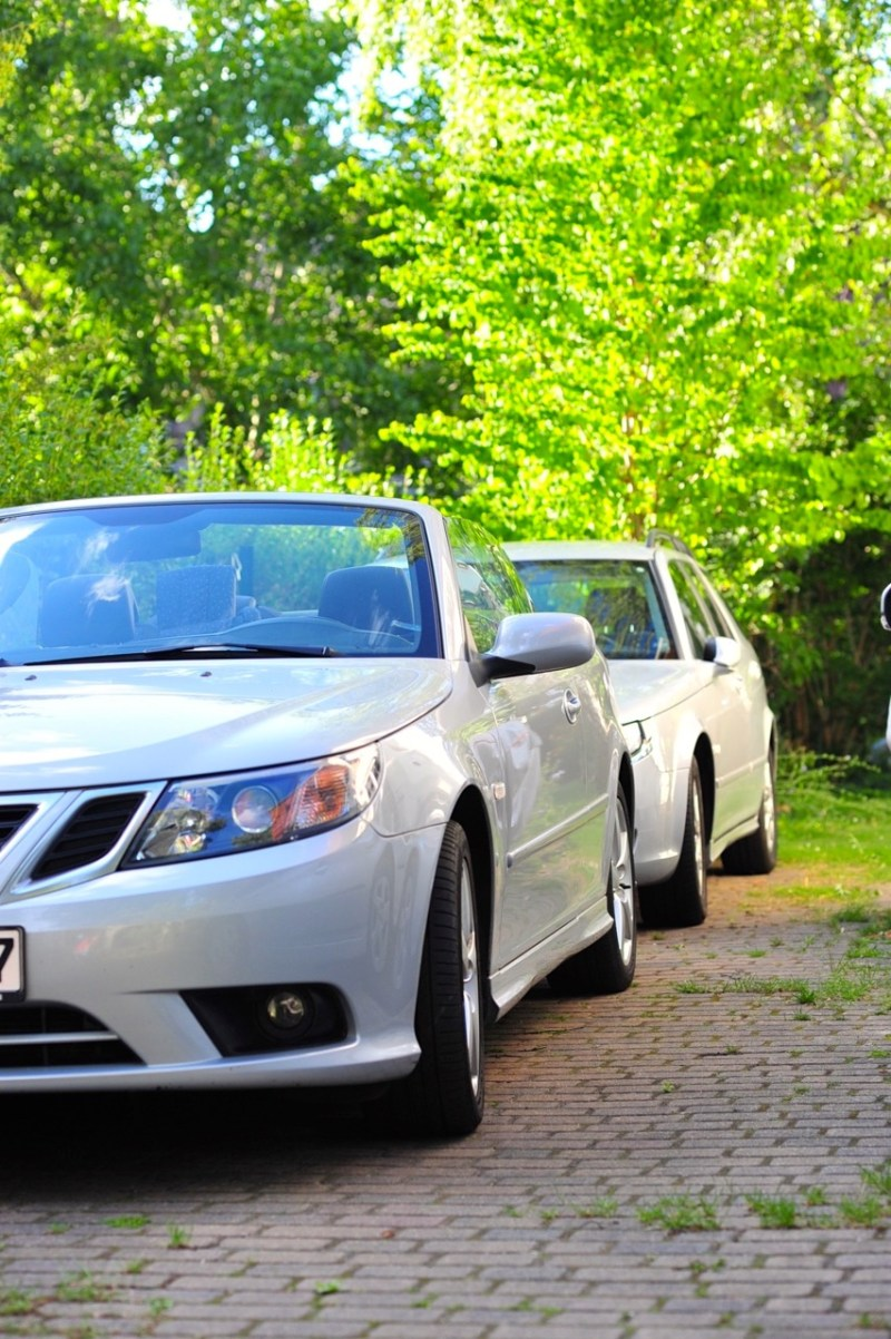 Thoughts on looking at two Saabs (a Saab family and their story)