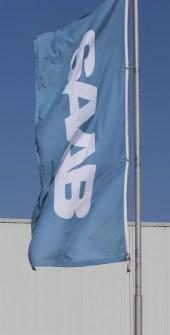 Nya Saab-flaggor till verkstäderna.
