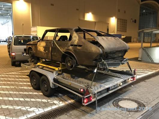 G20 Saab auf dem Trailer