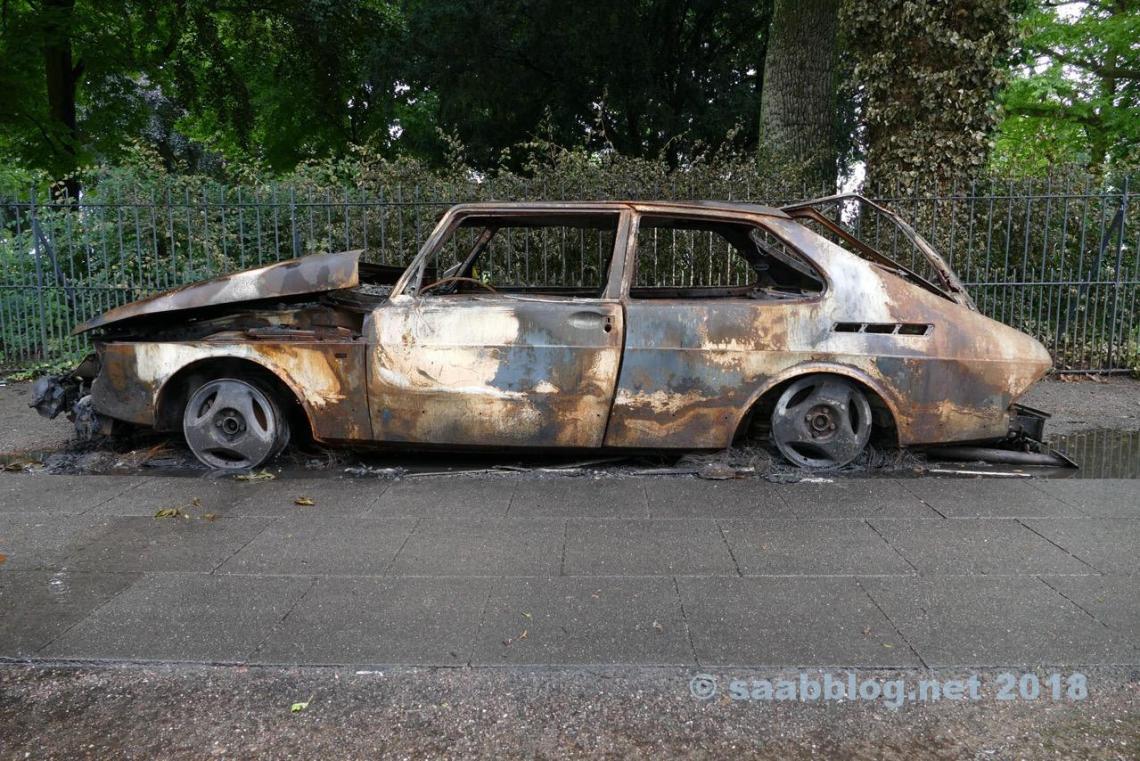 Saab 900, incendiada durante a cúpula do G20 em Hamburgo