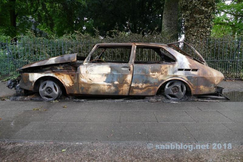 Saab 900, abgebrannt während des G20 Gipfels in Hamburg