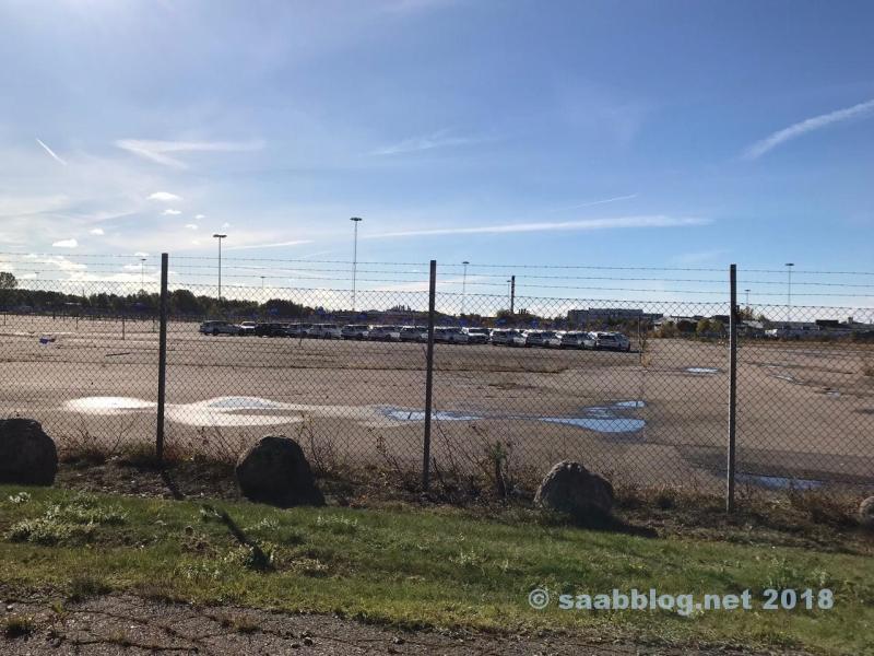 Giorni autunnali a Trollhättan. Volvo V60 davanti alla vecchia fabbrica di Saab.