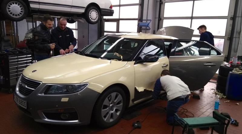 How does it look under the foil? Saab Taxi Frankfurt gets a new foil.