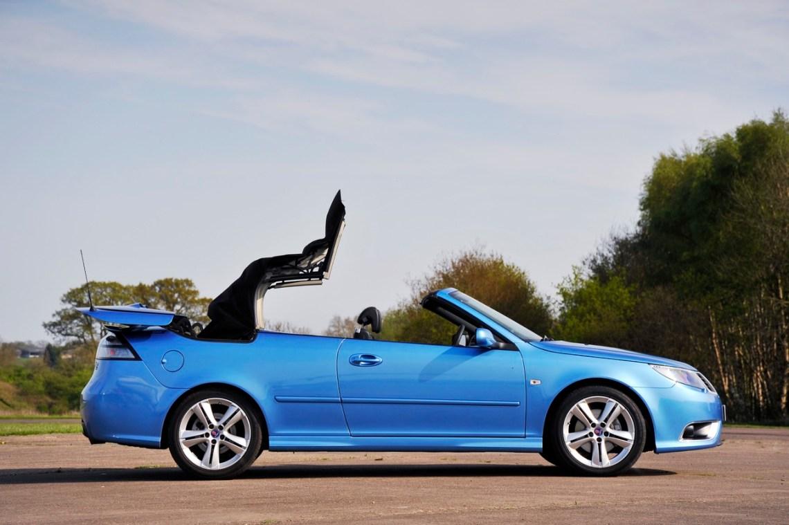 Het is mei. Wat is er mooier dan een Saab open te hebben?