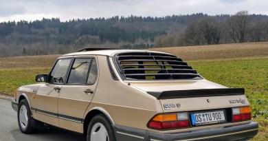 A rare member of its genus. 900 Turbo Sedan