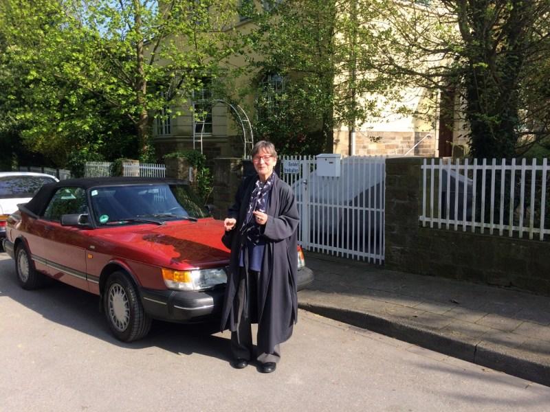 Saab 900 Cabriolet und sein stolze Besitzerin