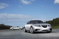 Tradição: Cabriolet Saab 900 em segundo plano
