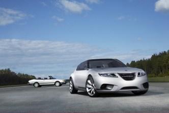 Tradition: Saab 900 Cabriolet im Hintergrund