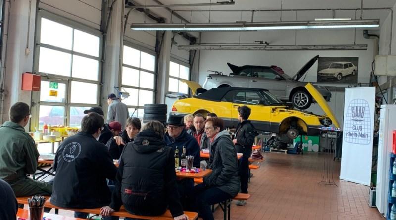 Incluso más Saab apenas va. Evento en el taller