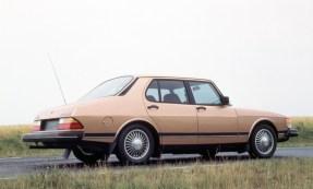 Der 900 Sedan ist nicht so beliebt wie die anderen Varianten