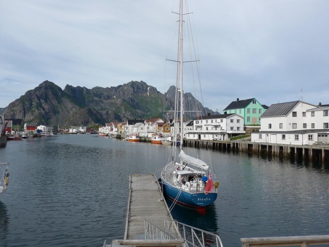 Хеннингсвар на южной оконечности острова