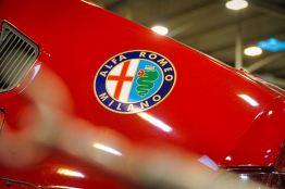 Ele orgulhosamente usava o logotipo da Alfa em um estilo moderno e esportivo