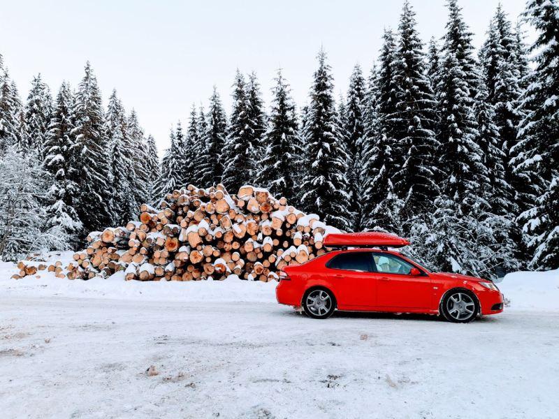 Röd Saab i snön. Inlämning av Daniel från Tjeckien.