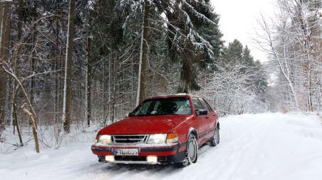 Florian na floresta com gelo e neve com a 9000