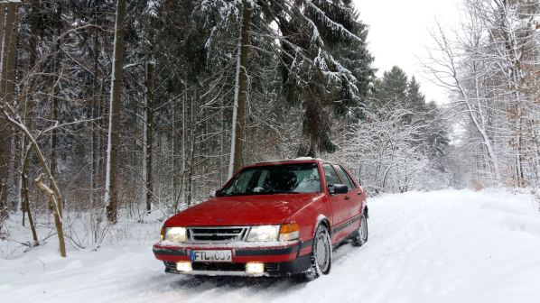 Florian im Wald bei Eis und Schnee mit dem 9000