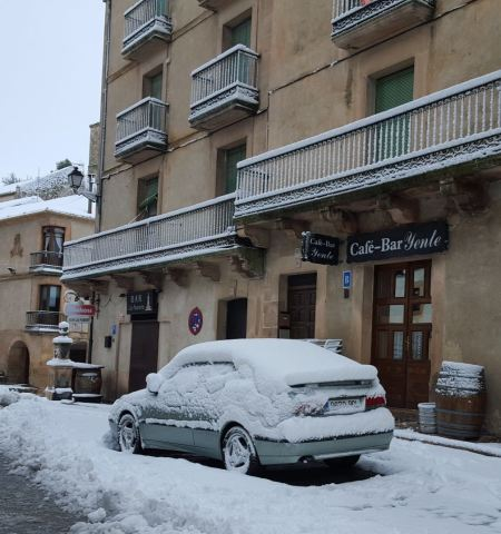 Ganz viel Schnee in Andalusien. Der 9-3 von Marco.