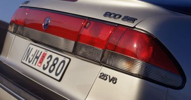 Saab 900 II. A six-cylinder in the middle class