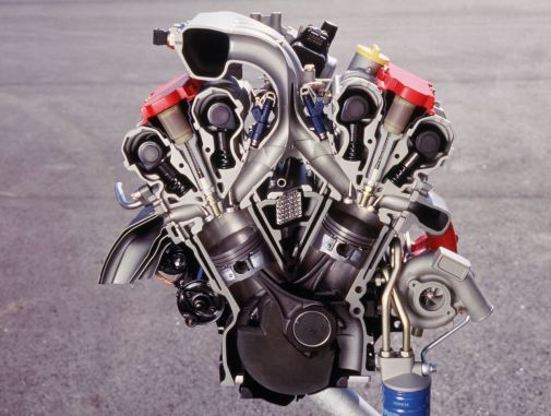 The six-cylinder came later from GM. With 2.5 and 3.0 liters displacement. In 9-5 with turbocharging