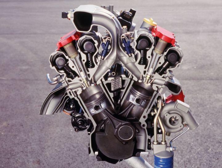 De zescilinder kwam later van GM. Met een cilinderinhoud van 2.5 en 3.0 liter. In 9-5 met turbolader