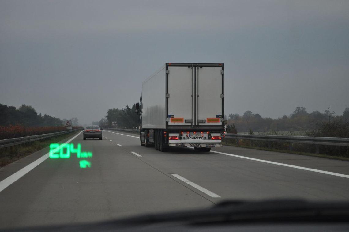 Moet er een algemene snelheidslimiet gelden op Duitse snelwegen?
