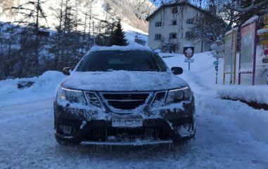 Nog een 9-3x in de sneeuw. Passende Saab-veehouderij door Simon in het Engadin.