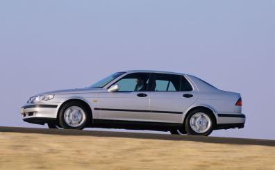 O sedan do piso superior 9-5 também o carrega no pilar C