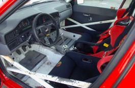 Spazio interno ridotto per il motorsport
